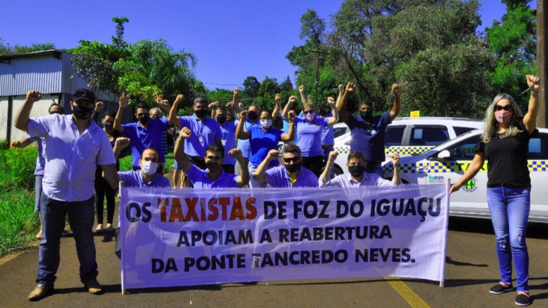 Taxistas en el Puente Tancredo Neves