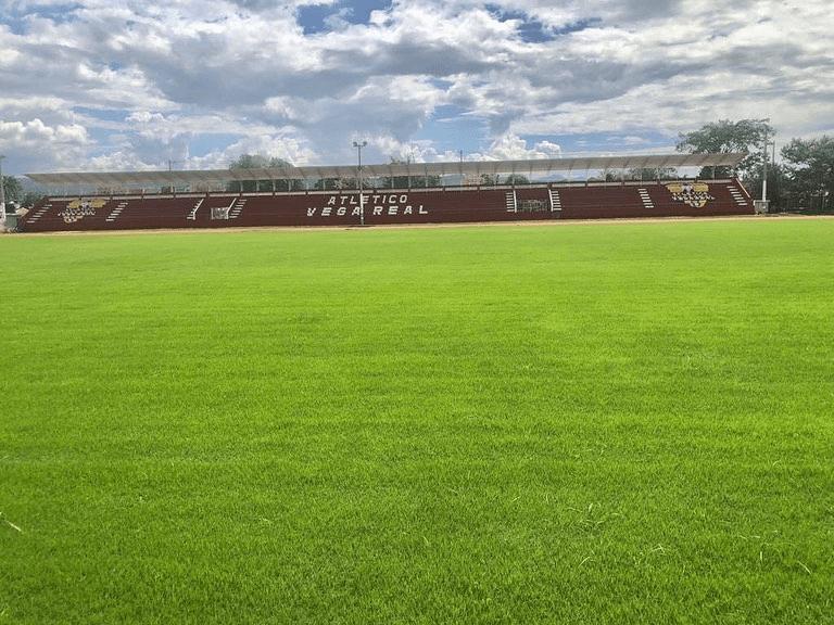 El Estadio Olímpico La Vega, donde juega de local el Atlético Vega Real.